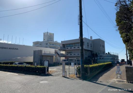 天神島ビジターセンターと駐車場