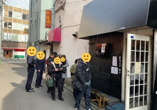 横須賀煮干平八の行列