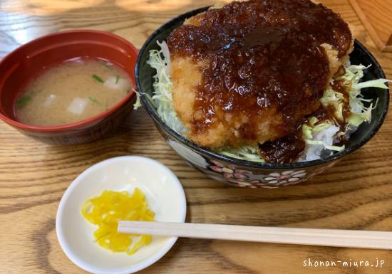 まるい食堂ソースカツ丼