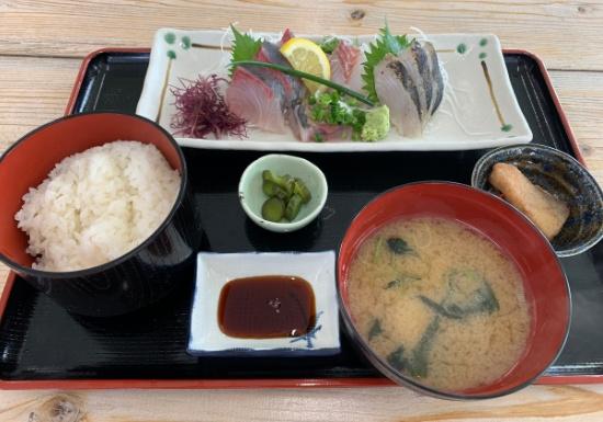 長井市場食堂の刺身定食