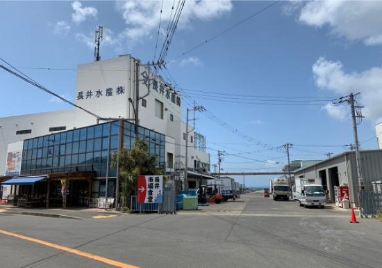 長井市場食堂への入口