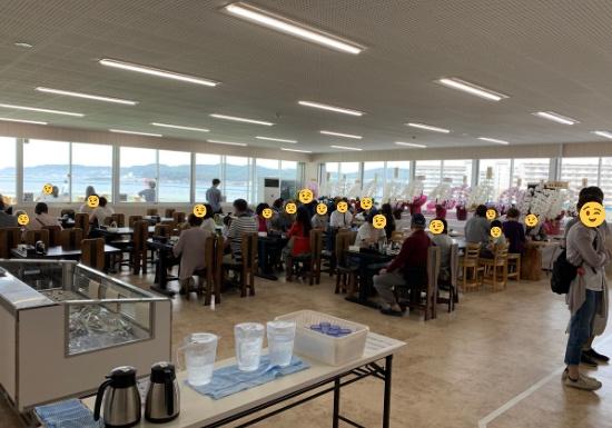 長井市場食堂の店内