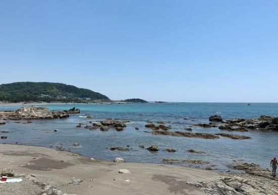 葉山一色海水浴場の磯場