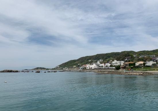 波がない三浦半島の海