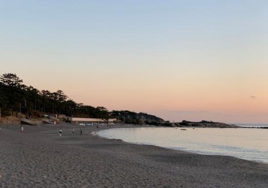 葉山一色海岸の夕暮れ時