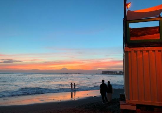 葉山一色ビーチの夕暮れ