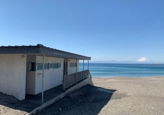 葉山一色海岸のトイレ
