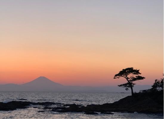 秋谷立石の夕日