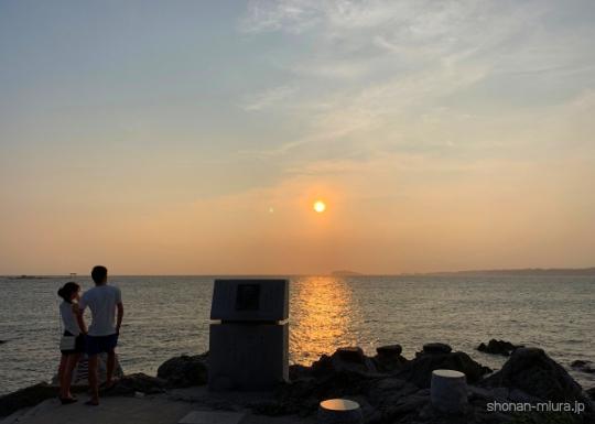 葉山森戸裕次郎記念碑からの夕日