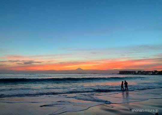 葉山一色海岸の夕日