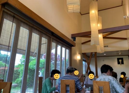 葉山の人気そば店和か菜の店内