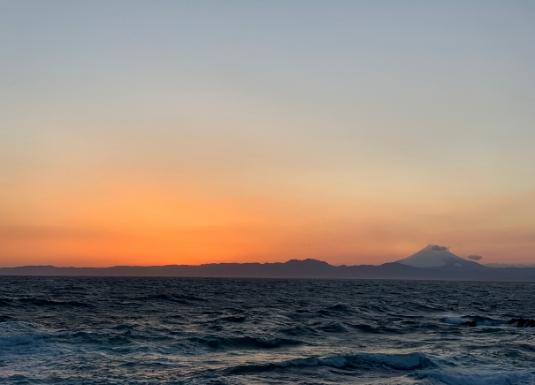 荒崎から見た富士山と夕景