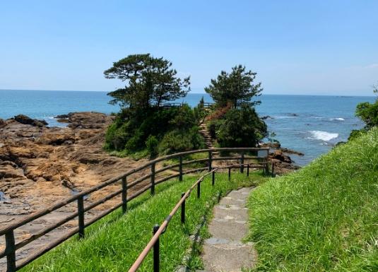 秋谷立石の遊歩道