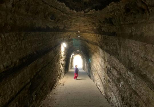 観音崎公園の洞窟内