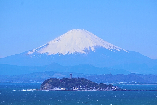大崎公園から見た江の島と富士山