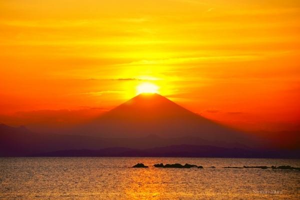 森戸海岸から見たダイヤモンド富士